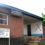 Marangu East-kylosuuskunnan toimisto ja varasto ns. CocaCola-kiipeilyreitin varrella